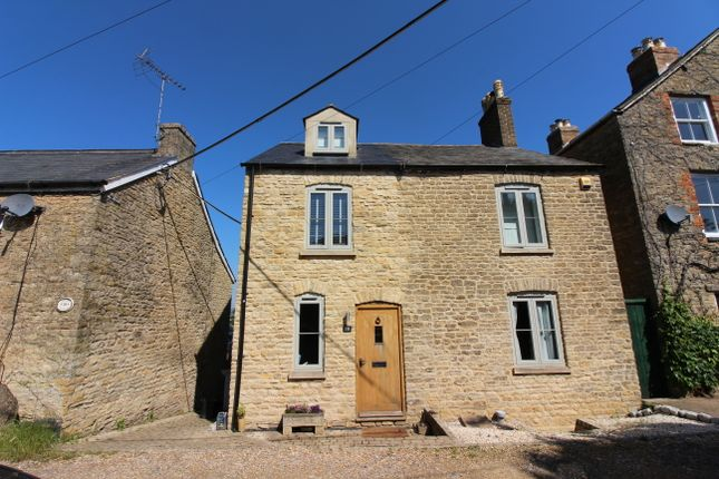 Thumbnail Detached house for sale in Alexandra Square, Chipping Norton