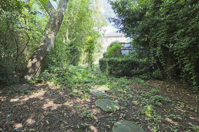 13493 of Redland Grove, Carlton, Nottinghamshire NG4