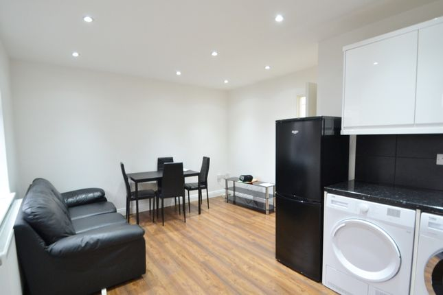 Flat to rent in Friern Barnet Road, New Southgate