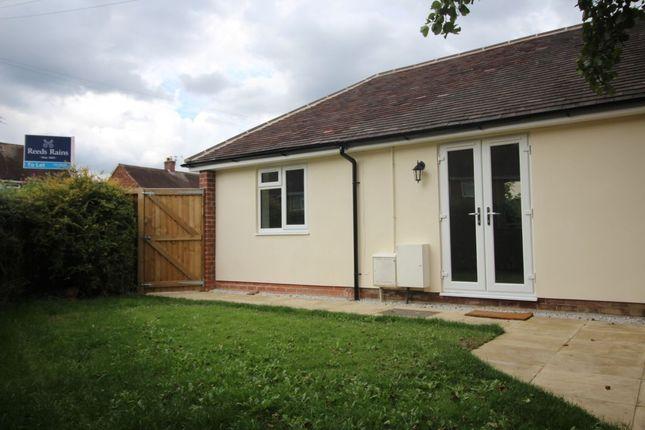 Thumbnail Bungalow to rent in Vernon Road, Poynton, Stockport