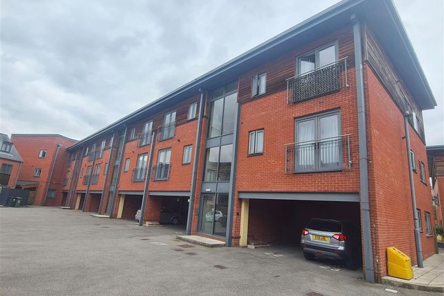 2 bed flat for sale in Basin Road, Worcester WR5
