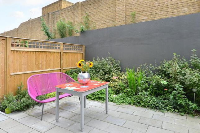 Thumbnail Shared accommodation to rent in Hawthorne Crescent, Greenwich