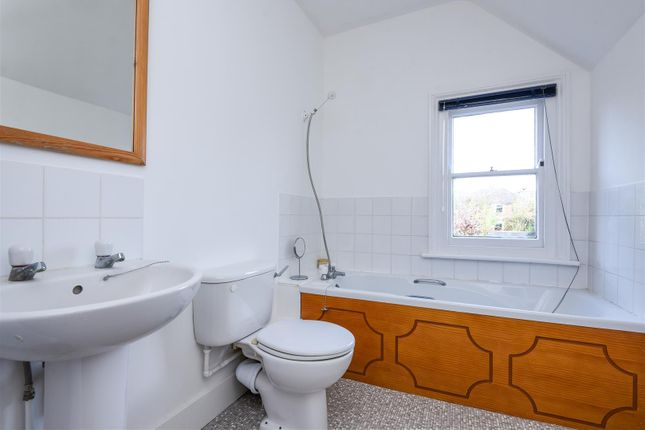 Family Bathroom. of Latimer Road, Headington, Oxford OX3