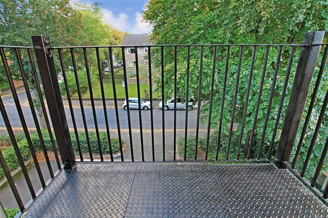 Thumbnail Flat for sale in Overton Road, Sutton, Surrey