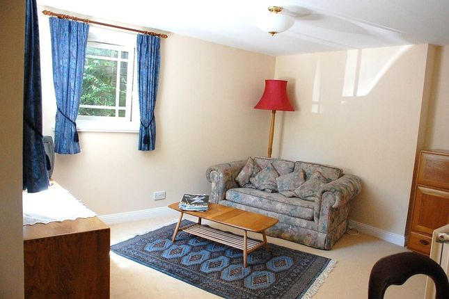 Thumbnail Flat to rent in Basingstoke Road, Kings Worthy, Winchester