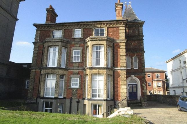 Thumbnail Flat to rent in Kirkley Cliff, Lowestoft