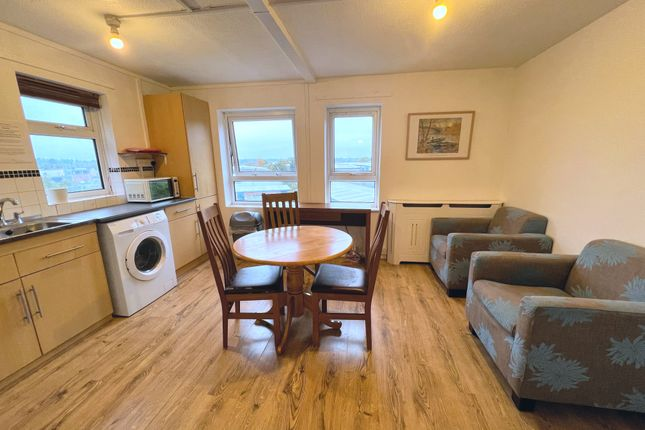 Thumbnail Flat to rent in Winnall Manor Road, Winchester