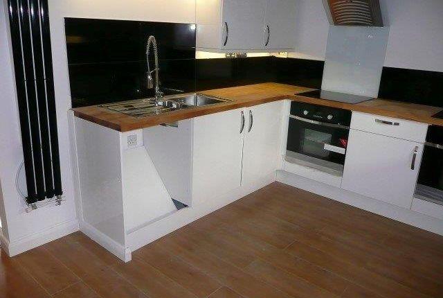 Thumbnail Room to rent in Knox Road, Wellingborough