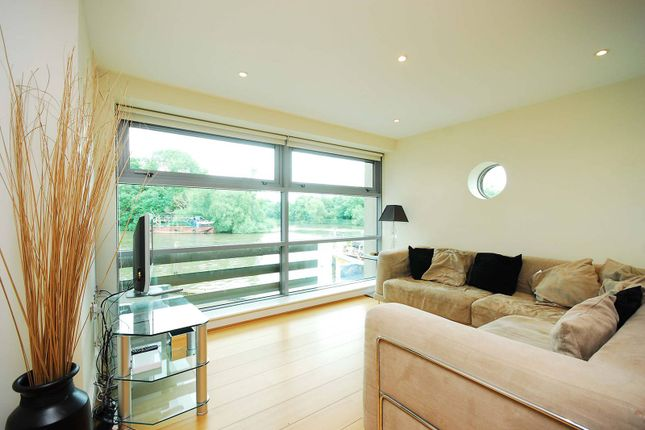 Flat to rent in Charleville Mews, Isleworth