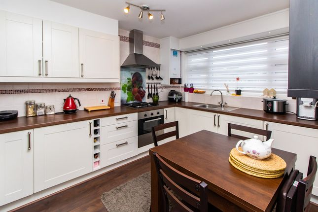 Thumbnail Flat for sale in Worcester Drive, Rayleigh