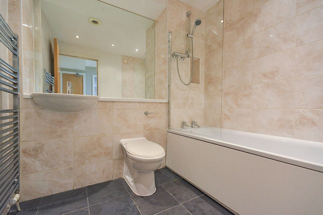 Bathroom of Edmonstones Close, Edinburgh EH1