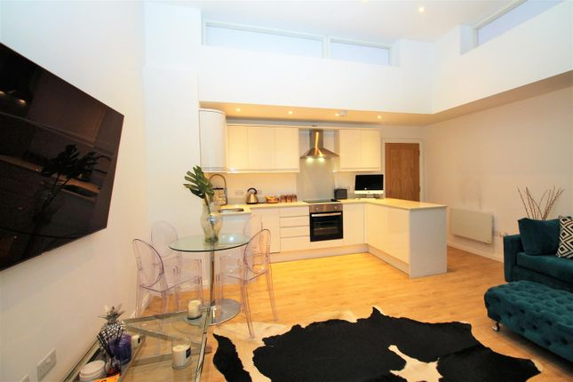 Lounge/Kitchen of Station Approach South, Welling DA16