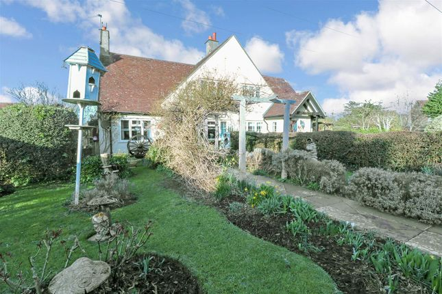 Thumbnail Semi-detached house for sale in Kingsmead Hill, Roydon, Harlow