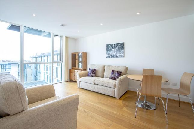 2 bed flat to rent in Times Square, London