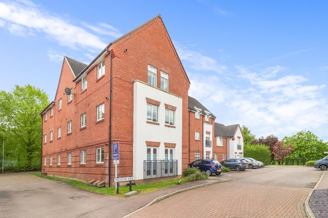2 bed flat to rent in Meadow View, Amersham HP6