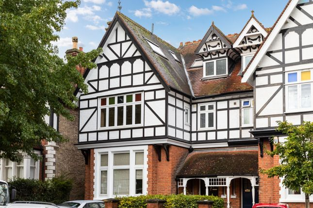 3 bed flat for sale in The Drive, Chingford, London E4