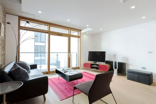 1 bed flat to rent in Oval Road, London
