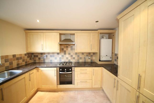 Thumbnail Flat to rent in Oaklea Court, Gledhow Lane, Roundhay, Leeds, West Yorkshire LS8,