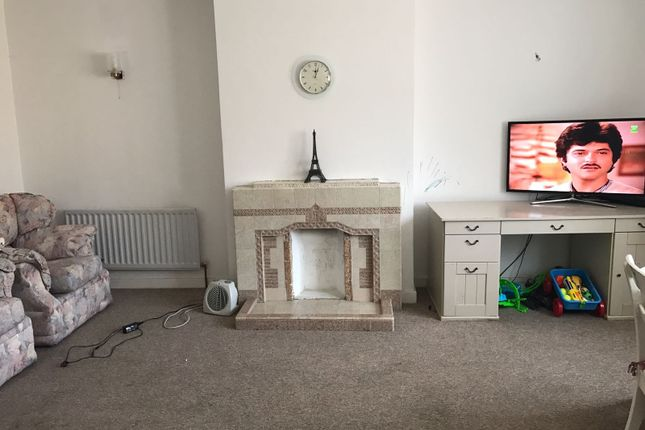 Thumbnail Flat to rent in Rosary Close, Hounslow