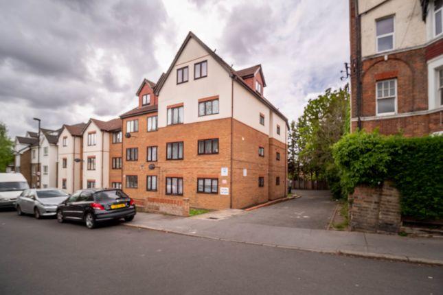 Flat to rent in Albert Road, London