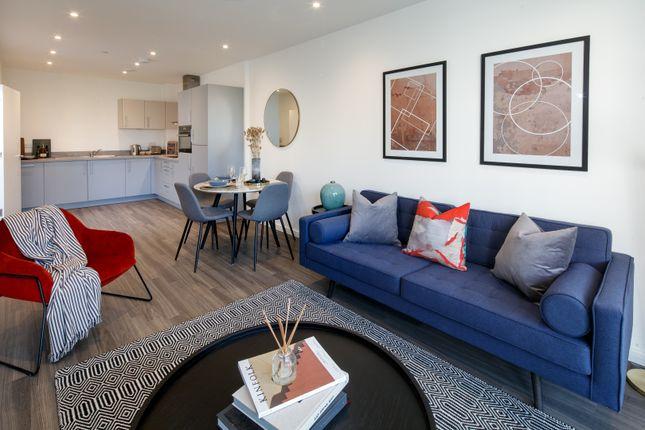 2 bed flat for sale in Osborne Road, London W3
