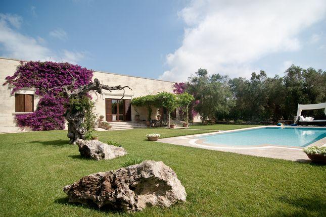 Thumbnail Villa for sale in Near Lecce, Puglia, Italy