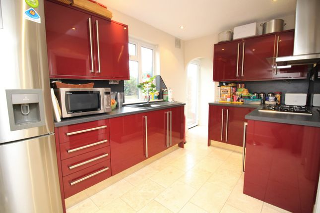 Thumbnail Terraced house for sale in Eastern Avenue, Waltham Cross
