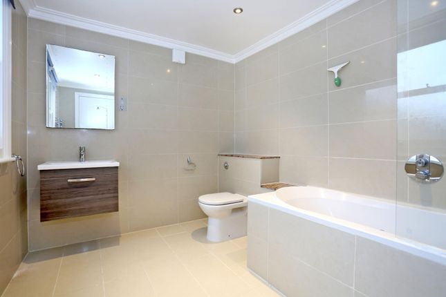 Thumbnail Flat to rent in Westmoreland Terrace, London