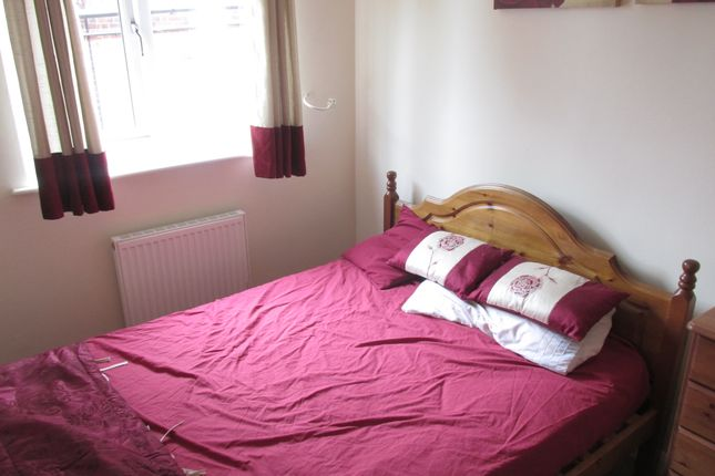 Bedroom of Hutchinson Close, Moorgate Rotherham S60