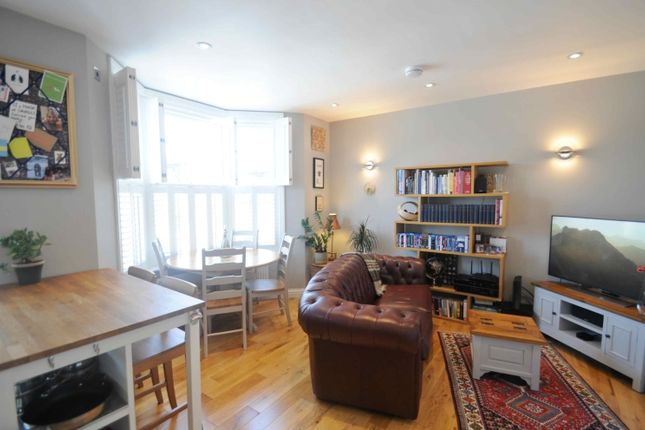 2 bed flat to rent in Arbuthnot Road, London SE14