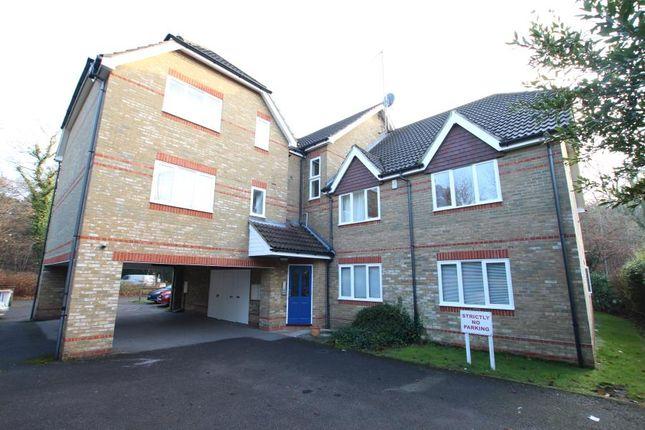Thumbnail Flat to rent in Carlton Road, Horsell, Woking