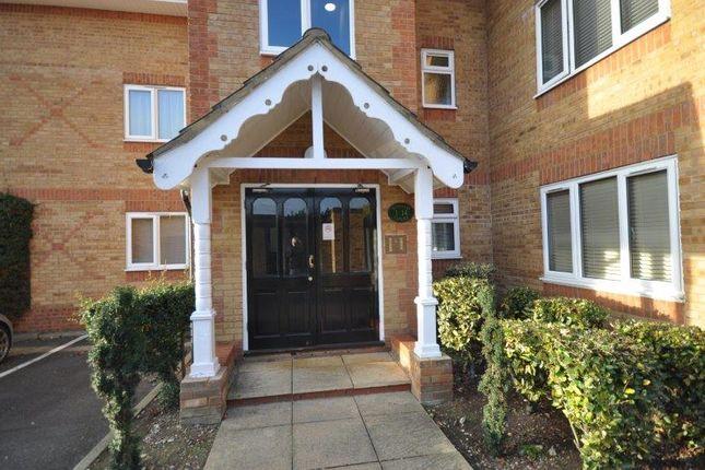 Thumbnail Flat to rent in Oakwood Road, Bricket Wood, St.Albans