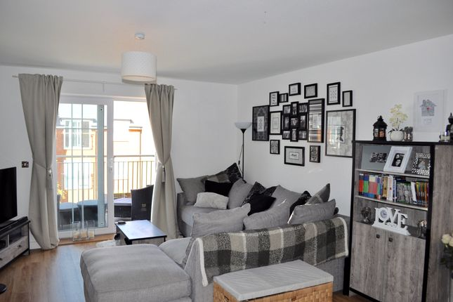 Thumbnail Flat to rent in Eden Road, Sevenoaks