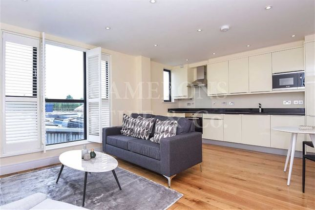 Flat to rent in High Road, Dollis Hill, London