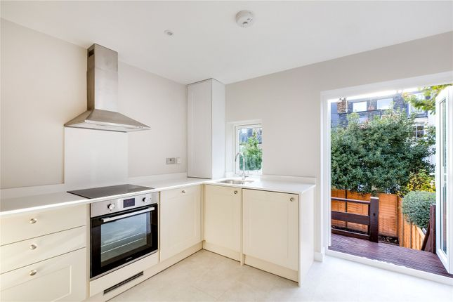 Thumbnail Maisonette to rent in Broughton Road, London