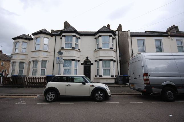 Thumbnail Flat for sale in Clifton Road, Willesden Junction