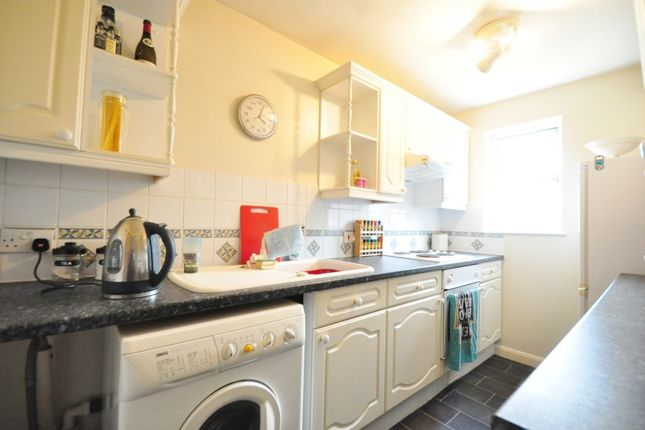 Thumbnail Flat to rent in Elm Park, Cranleigh