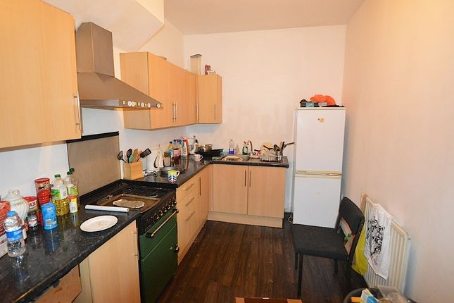 Thumbnail Triplex to rent in Brudenell Grove, Hyde Park, Leeds