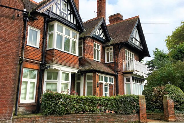 Thumbnail Flat to rent in Swan Court, Southlea Road, Datchet