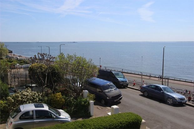 Thumbnail Flat to rent in Clifton Drive, Westcliff-On-Sea, Essex
