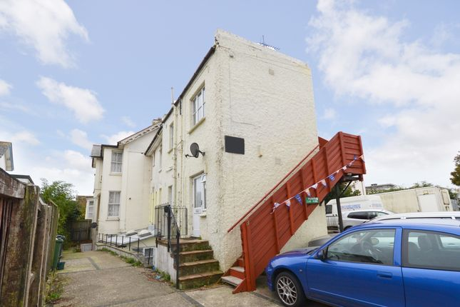 2 bedroom flat to rent in Palmerston Road, Shanklin