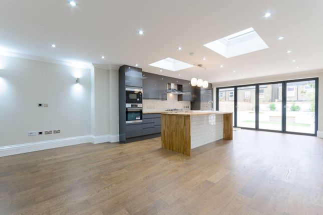 4 bed property for sale in Murchison Road, Leyton