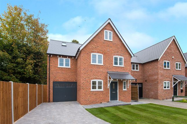 Thumbnail Detached house for sale in Thorncroft, Hornchurch, Essex