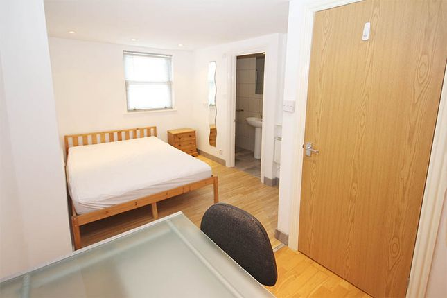 Room to rent in Hawks Road, Norbiton, Kingston Upon Thames