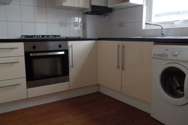 2 bed flat to rent in London Road, London