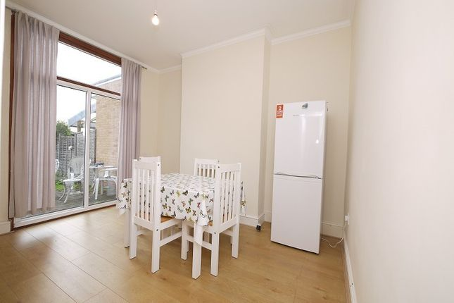 3 bed terraced house to rent in Glencoe Avenue, Ilford, Essex. IG2