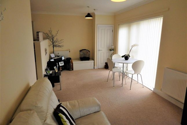 Lounge/Diner of Admiral Place, Carpeux Close, Chatham ME4