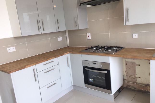 Thumbnail Property to rent in Hollybush Gardens, Bethanl Green, London