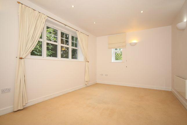 1 bed flat to rent in Heathside Road, Woking