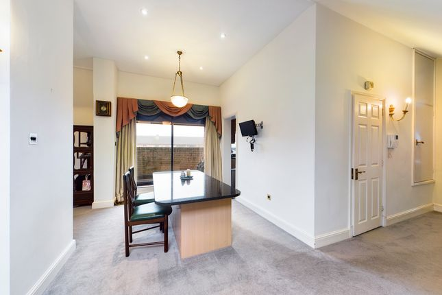 Breakfast Bar of The Forresters, Winslow Close, Eastcote HA5